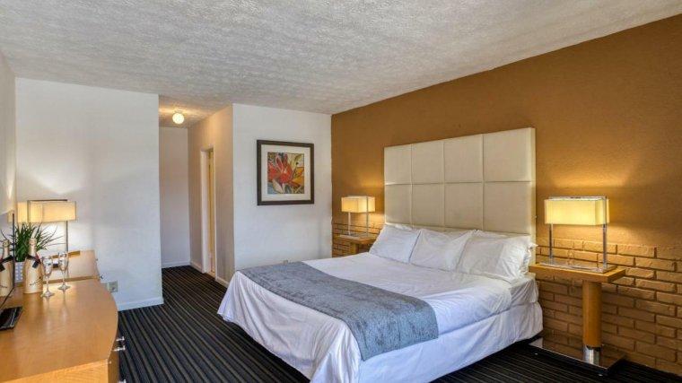 Oyo-Hotel-Pompano-Beach 5