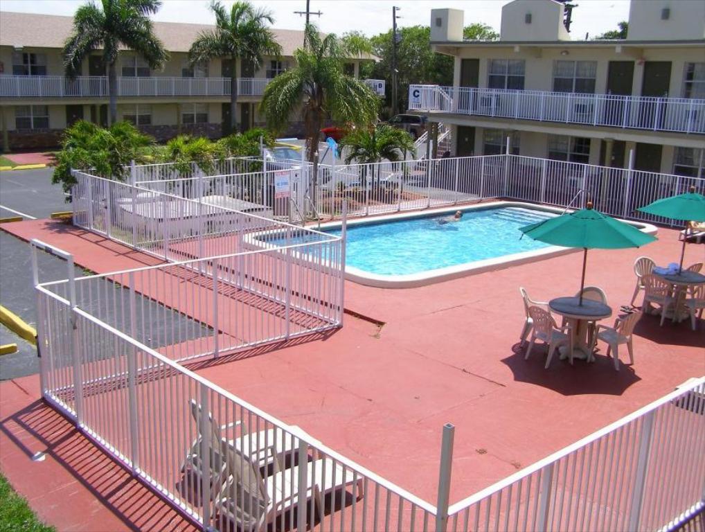 Oyo Hotel Pompano Beach 6